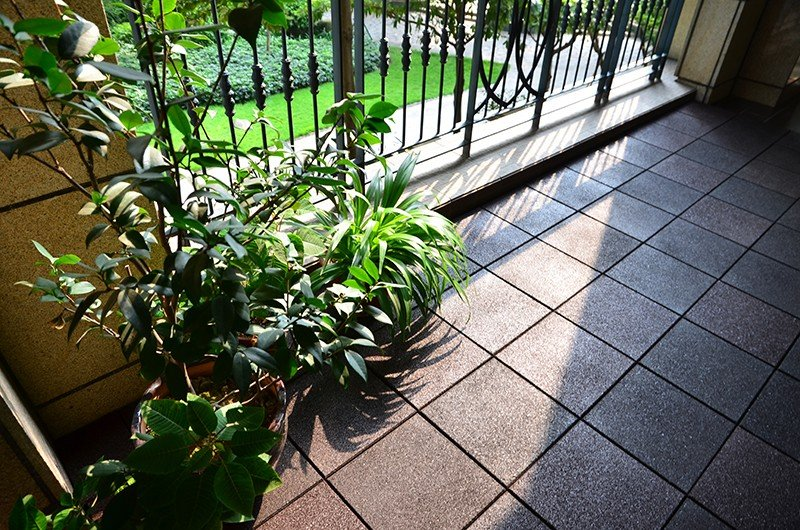 tile decking outside